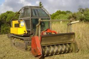 Débroussaillage au broyeur forestier pour terrains difficiles d'accès