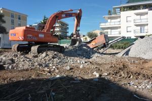 Broyage de démolition pour recyclage gravats, béton, asphalte à Antibes et Cannes