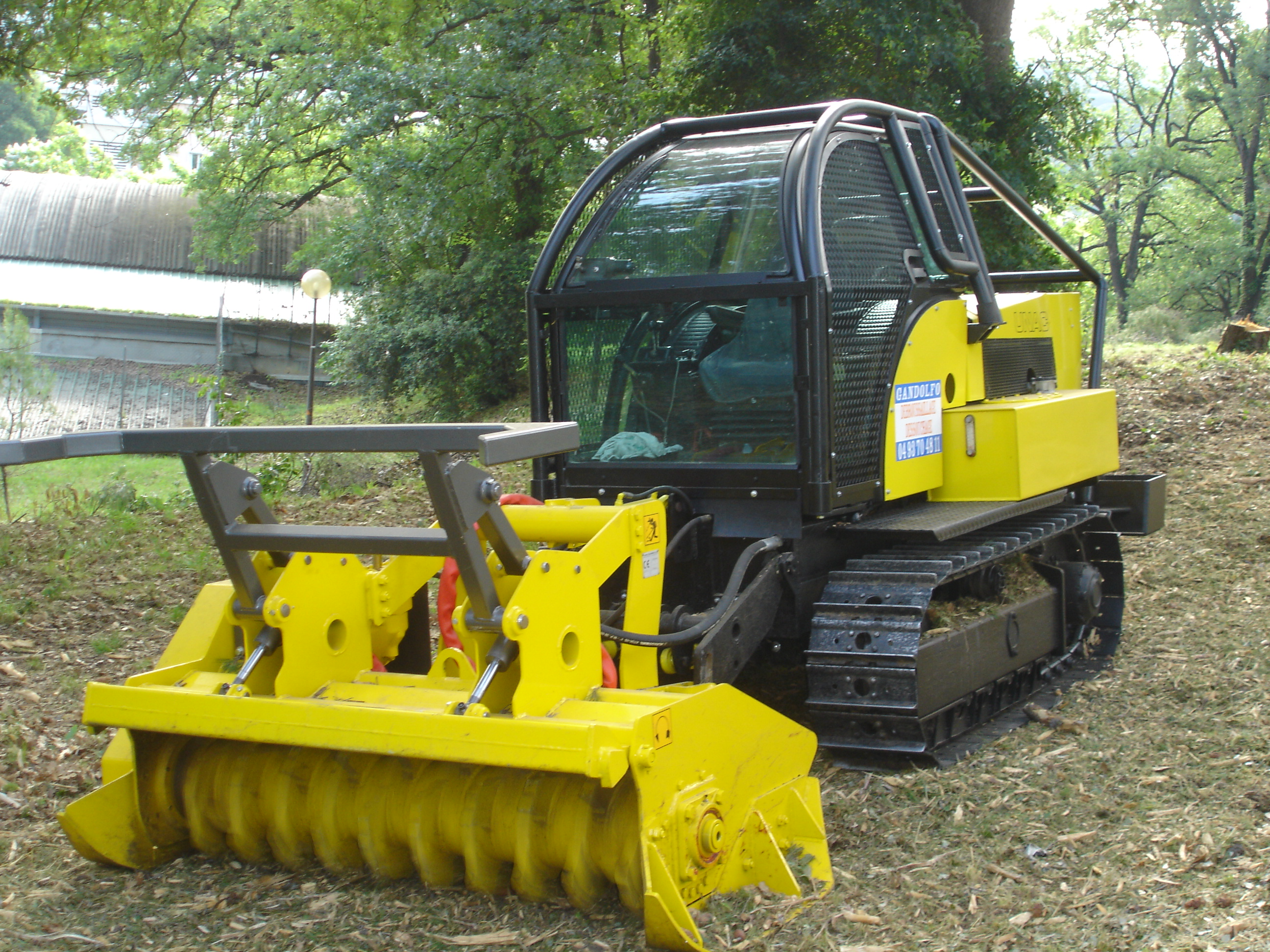 Location Broyeur Bois > Location avec chauffeur d' engin a chenille ou pneu avec broyeur forestier