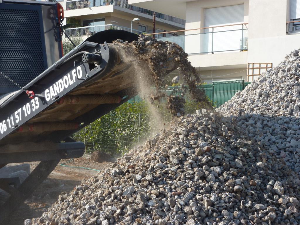 Sarl Gandolfo - Alpes Maritimes 06 - Broyage sur chenille gravats beton asphalte