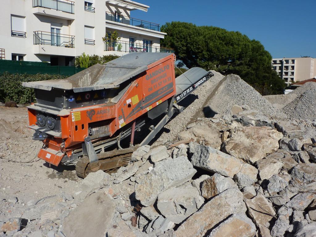 Broyeur de gravats démolition - SARL Gandolfo Var et Alpes Maritimes